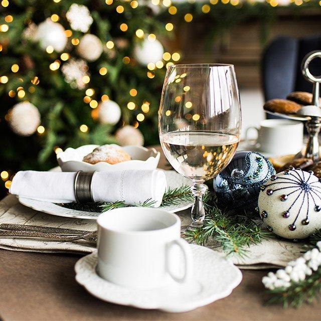 Jak nakryć i udekorować stół na Boże Narodzenie