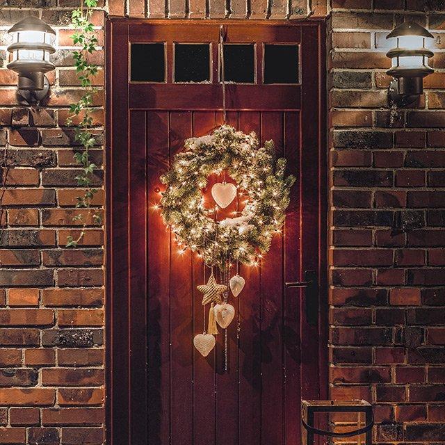 Jak udekorować drzwi wejściowe na Boże Narodzenie